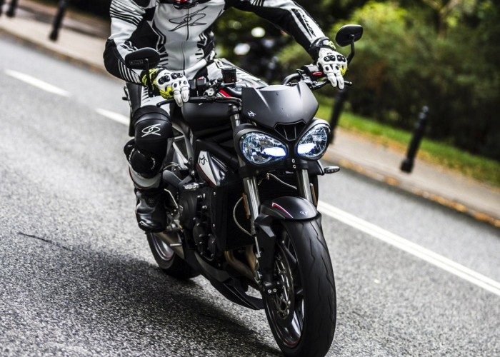 triumph street triple do miasta