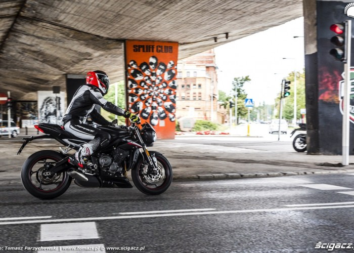 triumph street triple rs do miasta