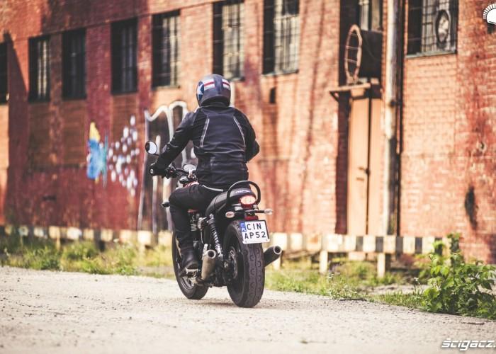 motocykl triumph styl