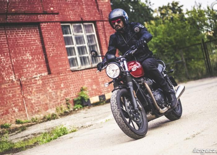 stylowy motocykl triumph