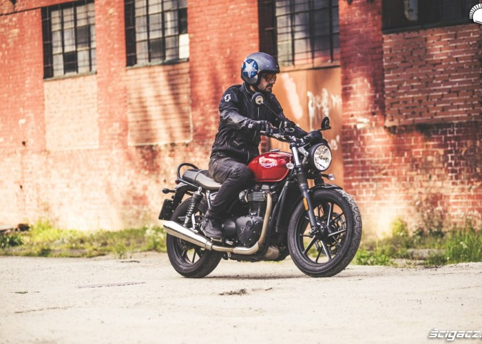 triumph street twin do miasta