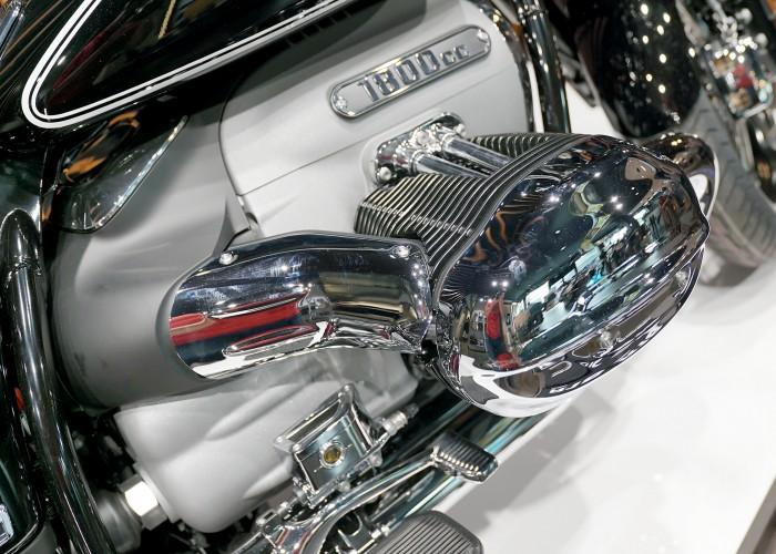 BMW R18 blok silnika kolektory