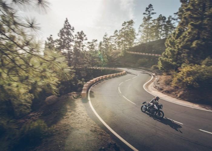KTM 390 Adventure 2020 asfalt zakrety