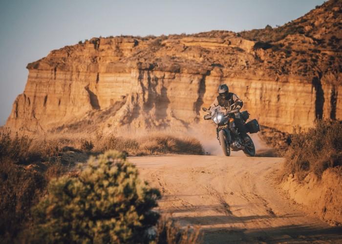 KTM 390 Adventure 2020 gory jazda bokiem