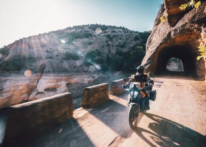 KTM 390 Adventure 2020 gory tunel droga
