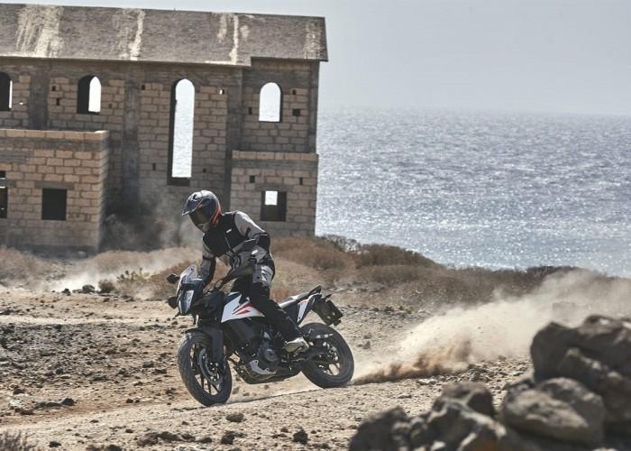 KTM 390 Adventure 2020 off morze ruiny