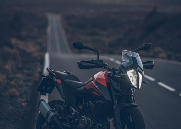 KTM 390 Adventure 2020 zmierzch droga gory