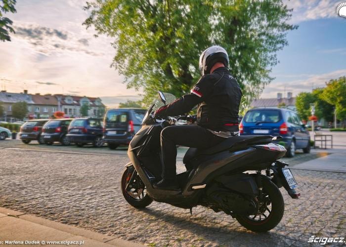 10 Peugeot Pulsion 125 21 miasto tyl