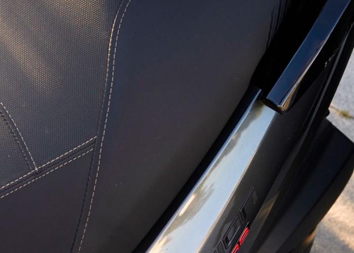 Peugeot Pulsion 125 13 kanapa kask