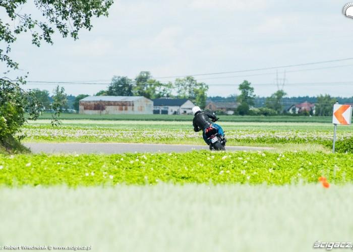 Suzuki Katana 2020 zakret tyl