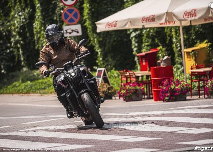 13 2021 Yamaha MT 09 na pasach