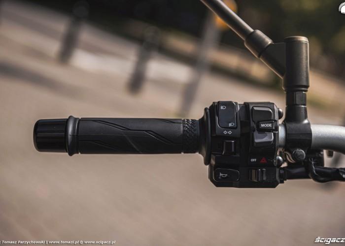 29 2021 Yamaha MT 09 przyciski przelaczniki