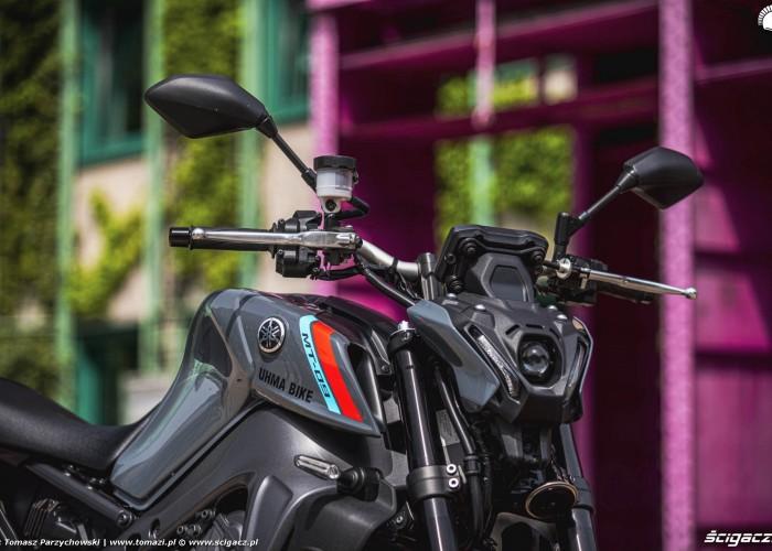 37 2021 Yamaha MT 09 lampa przod