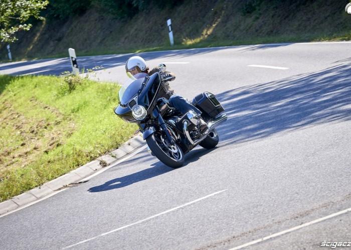 25 BMW R18 B test asfalt
