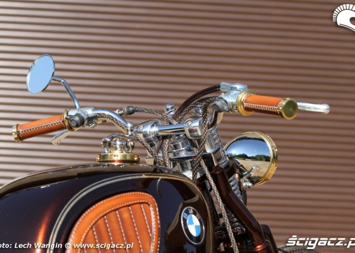 20 BMW R75 Brown Betty z bliska