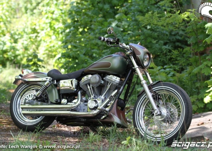 12 Harley Davidson Dyna Super Glide Custom bok