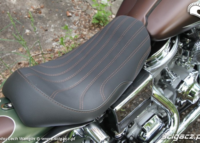 16 Harley Davidson Dyna Super Glide Custom siodlo