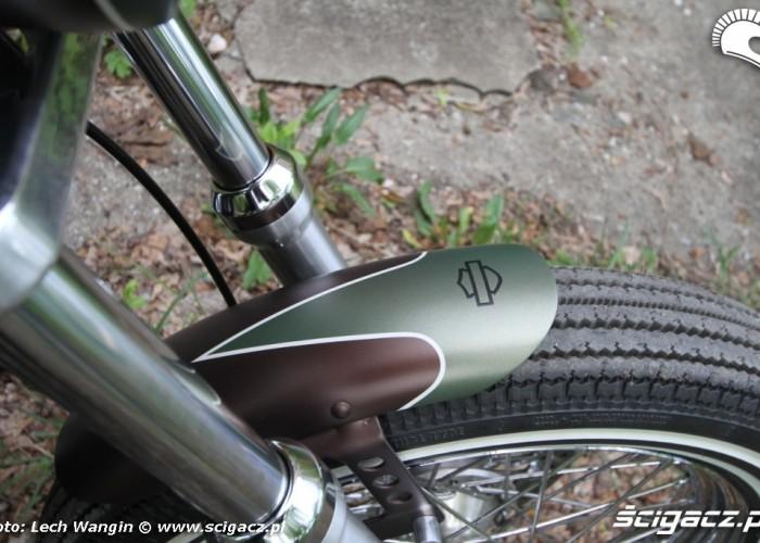 22 Harley Davidson Dyna Super Glide Custom 2004