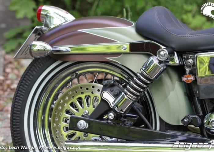 23 Harley Davidson Dyna Super Glide Custom 2004