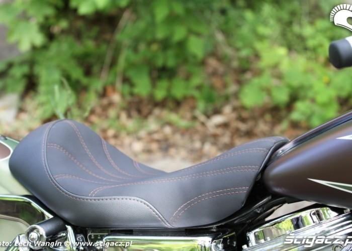24 Harley Davidson Dyna Super Glide Custom siedzenie