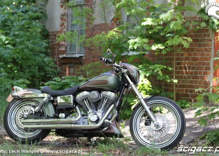 30 Harley Davidson Dyna Super Glide Custom 2004