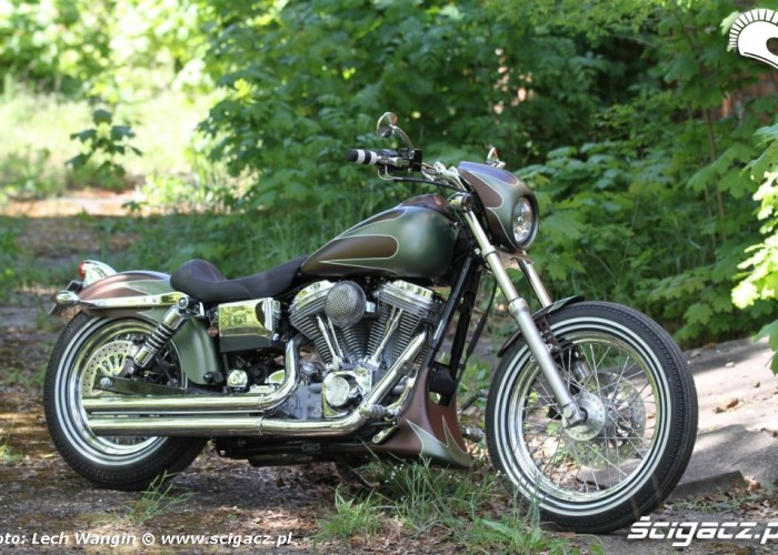 31 Harley Davidson Dyna Super Glide Custom 2004