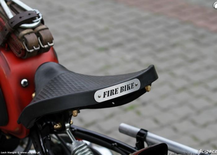 24 Dniepr K650 Fire Bike siodlo