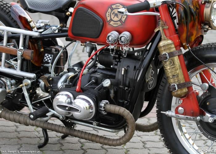 30 Dniepr K650 Fire Bike z bliska
