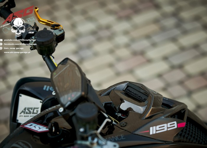 10 Ducati 1199 Panigale ATV Swap Garage z bliska