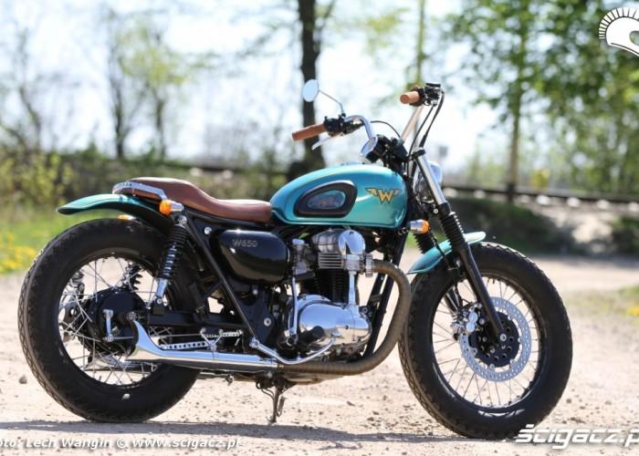 17 Kawasaki W 650 Dos Manos