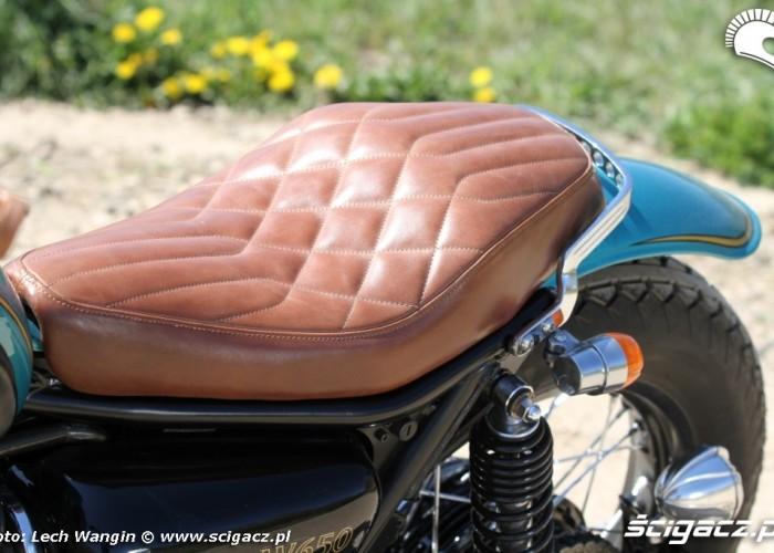 30 Kawasaki W 650 Flying Duxe custom bobber siodlo