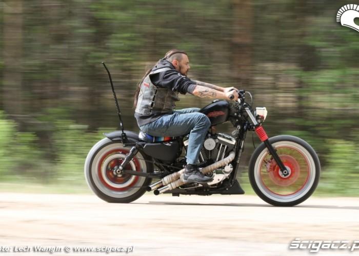 02 Custom Hell Ride Harley Davidson Sportster w akcji