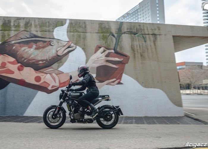 Husqvarna svartpilen 125 i graffiti