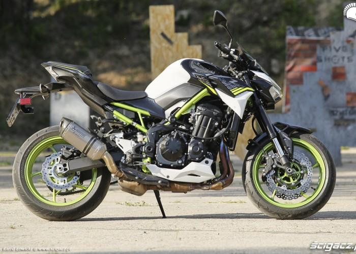 01 Kawasaki Z900 2021 prawy profil
