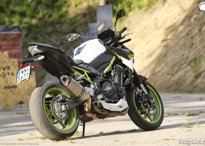 02 Kawasaki Z900 2021 od tylu