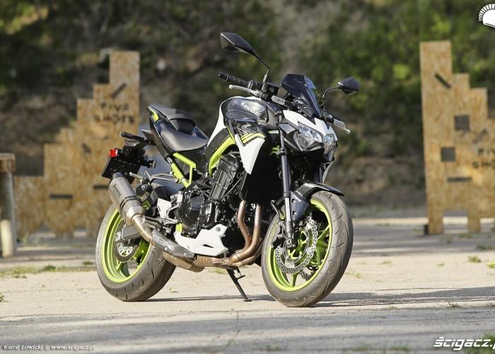 03 Kawasaki Z900 2021 przodem