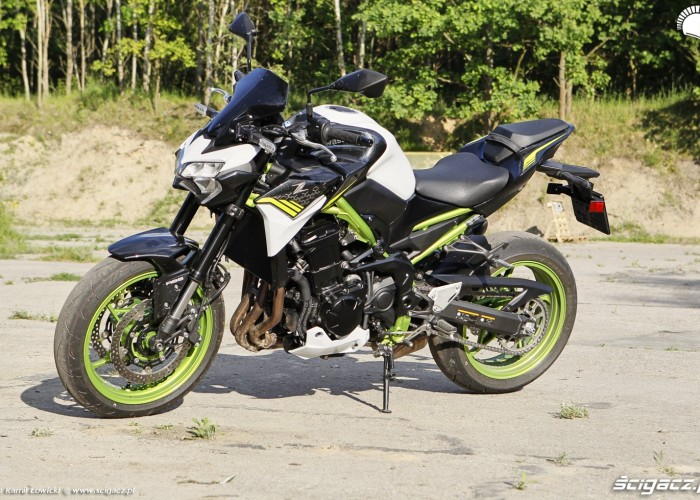 05 Kawasaki Z900 2021 pozowanie