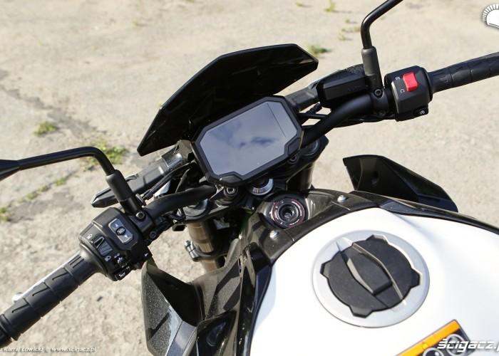 09 Kawasaki Z900 2021 kokpit