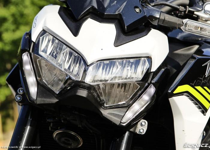 13 Kawasaki Z900 2021 reflektor