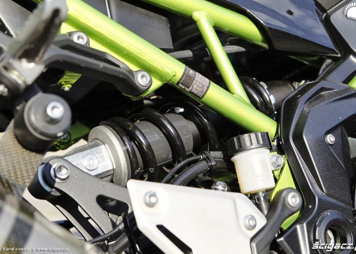 18 Kawasaki Z900 2021 zawieszenie tyl