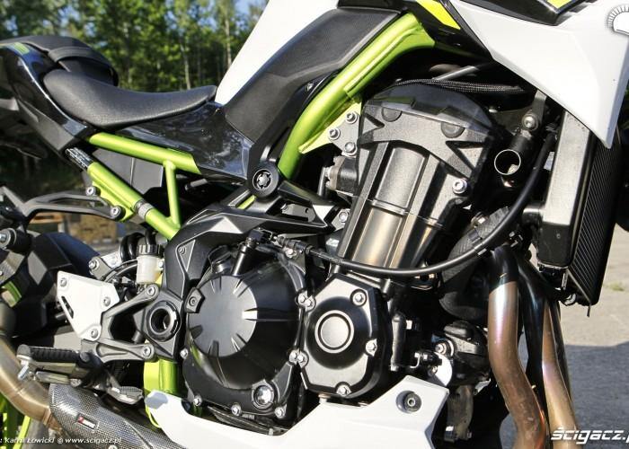 19 Kawasaki Z900 2021 silnik