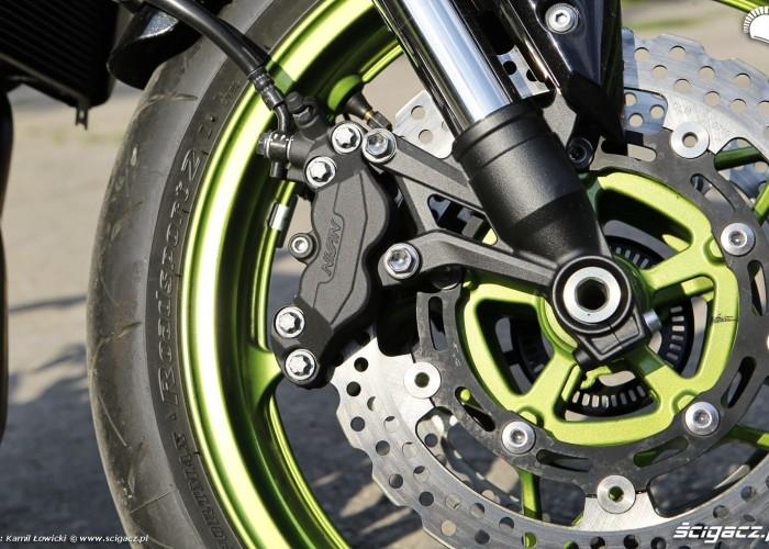 20 Kawasaki Z900 2021 hamulce przod