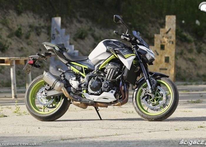 30 Kawasaki Z900 2021 z profilu