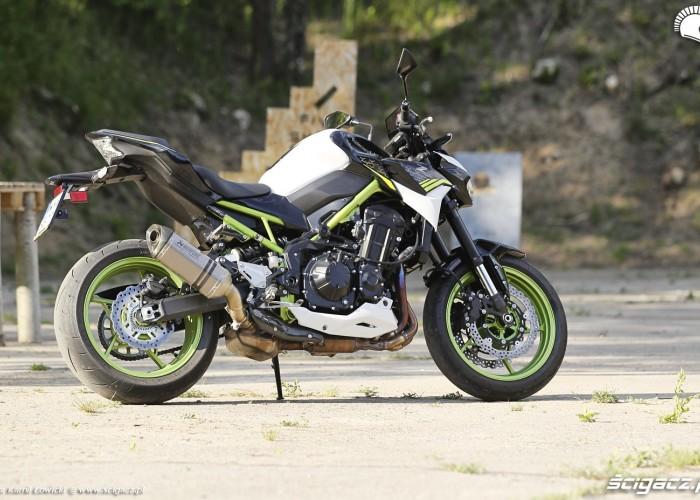 35 Kawasaki Z900 2021