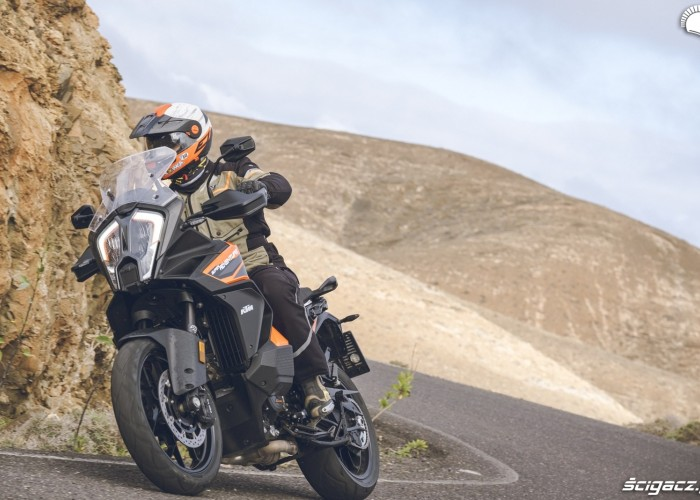10 KTM 1290 Super Adventure S Lowca szosa