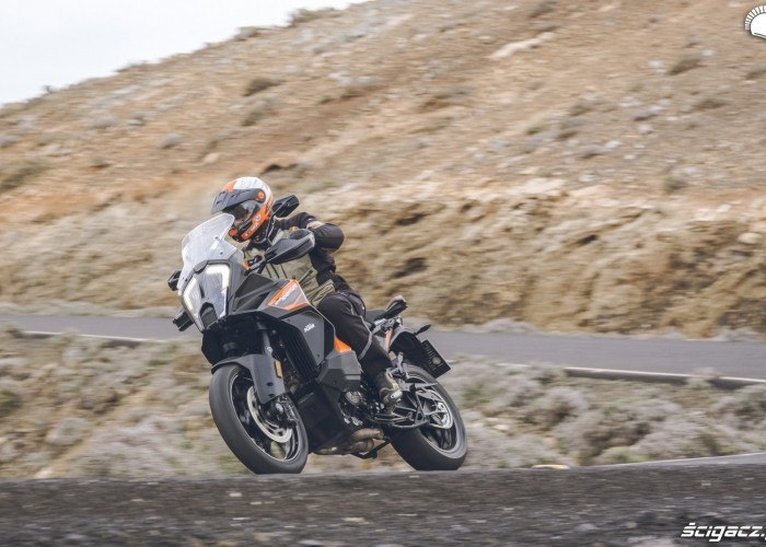 14 KTM 1290 Super Adventure S szosa