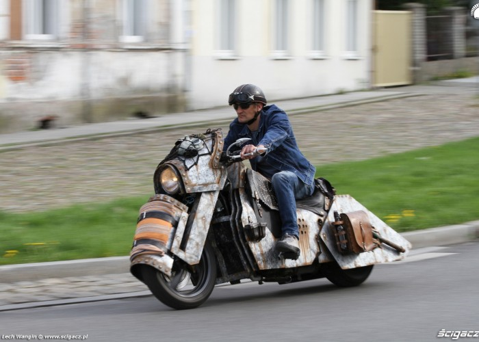 04 Yamaha T Max Custom na ulicy