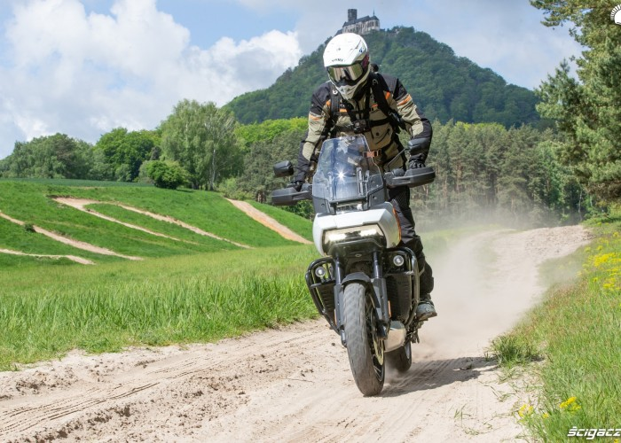 08 Harley Davidson 1250 Pan America 2021 teren
