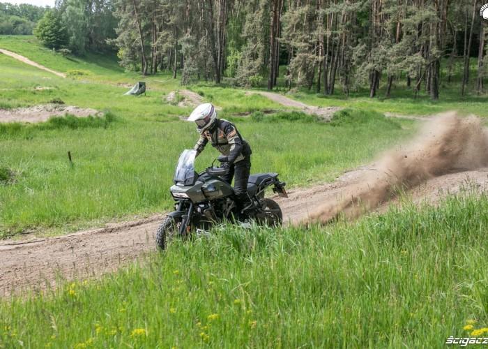 19 Harley Davidson 1250 Pan America w piasku