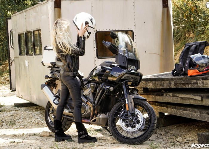 01 Harley Davidson Pan America 1250 Special laska